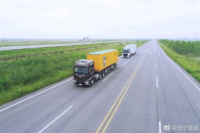 一辆车在高速公路上4小时跑了284公里9小时可以跑多少公里用两种17