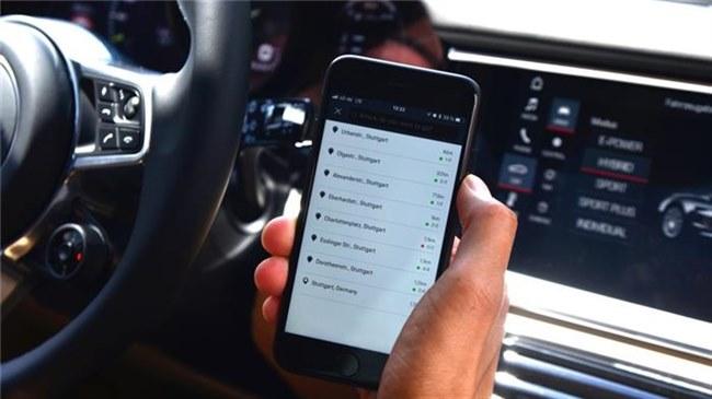 据外媒报道,在保时捷推出第一款电动汽车MissionE,即Taycan之前,它正为其客户推出一款电动汽车充电支付移动app和服务,保时捷充电服务。  据外媒报道,在保时捷推出第一款电动汽车MissionE,即Taycan之前,它正为其客户推出一款电动汽车充电支付移动app和服务。 保时捷充电服务旨在通过搜索合适的充电站,并使用集中存储的数据处理各个国家各种货币的支付过程,让收费变得更加简单。电动汽车司机不再需要注册多个收费点支付系统,保时捷承诺不同运营商要使用不同的登录方式已经成为过去了。