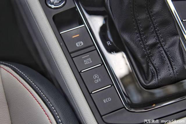 新车配备了倒车影像,倒车雷达,双区自动空调,座椅加热,电子手刹,自动