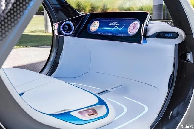 车内,新车中控采用一块44英寸液晶显示屏组成,由于概念车搭载了自动