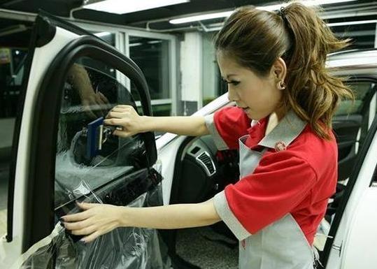 车管所提醒:汽车玻璃膜不能乱贴,小心被罚款,千万注意这几点