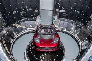 火箭将特斯拉跑车送入太空 科学家称不到一年就会解体