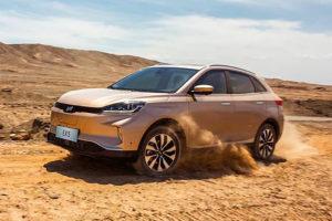 务实造车注重质量 威马EX5吐鲁番热区测试