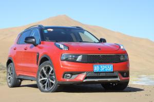 在崎岖沙漠也能平稳驾驶 体验试驾领克01