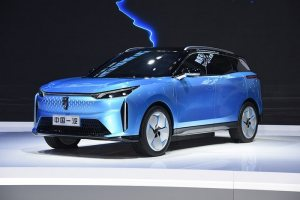 奔騰E01開啟盲訂 定位純電動中型SUV