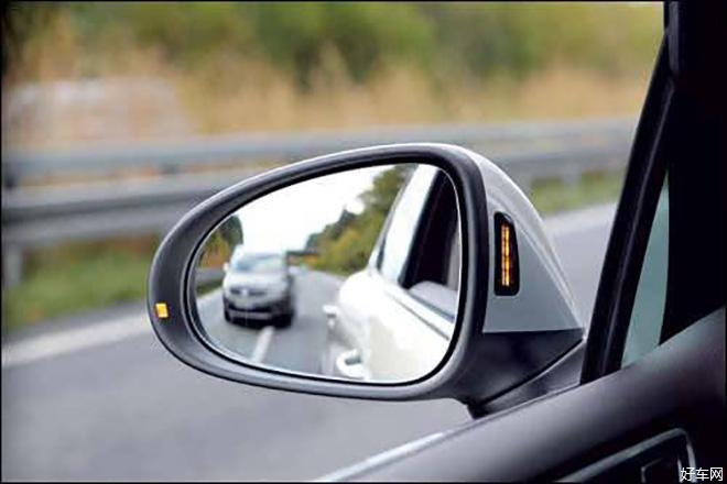 白色实线路段不能压线行驶 后视镜压线是否违章