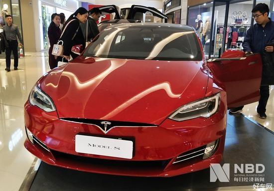 特斯拉低調上線全自動駕駛功能 馬斯克稱要漲價