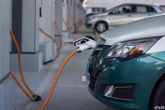 汽车销量连续下降 新能源汽车再现负增长