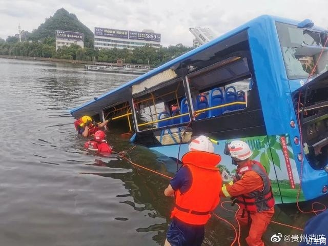 貴州墜湖公交車多名學生遇難 駕駛員也已身亡